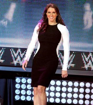 gorgeous-steph-stephanie-mcmahon-37923305-319-361