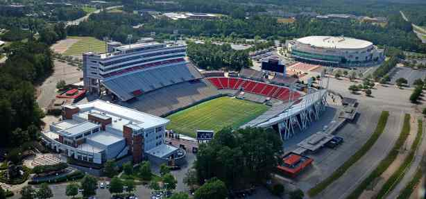 2c5a8c26fae Bettman tours Carter-Finley Stadium as Hurricanes push for outdoor game